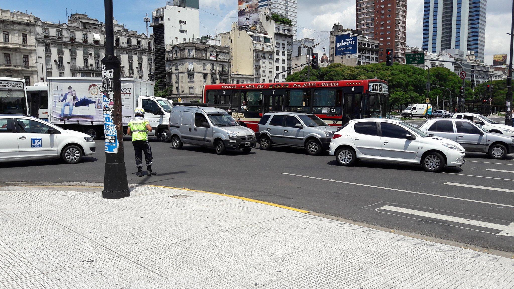 03.12.16 Avenida 9 de Julio mit Verkehr